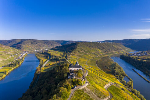 Germany, Rhineland-Palatinate, vineyards and Marienburg near Puenderich, Moselle river - AMF06311