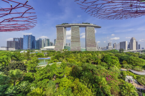 Singapore, Garden by the sea and Marina Bay Sands Hotel - THA02399