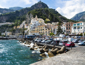 Italy, Amalfi, view to the historic old town - AMF06337