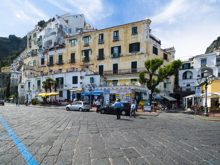 Italy, Amalfi, view to the historic old town with street in the foreground - AM06340
