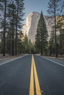 USA, California, Yosemite National Park, road and El Capitan - KKAF03031