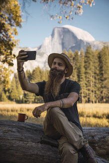USA, California, bearded man taking a selfie in Yosemite National Park - KKAF03058