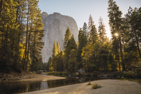 USA, California, landscape in Yosemite National Park - KKAF03064