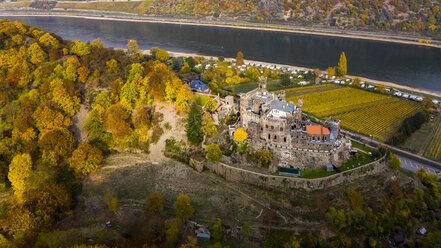 Germany, Rhineland-Palatinate, Trechtingshausen, View of Reichenstein Castle in autumn - AM06353