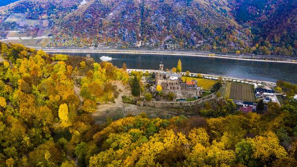 Germany, Rhineland-Palatinate, Trechtingshausen, View of Reichenstein Castle in autumn - AM06359