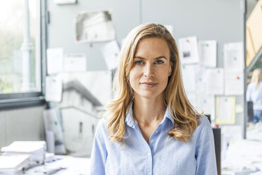 Portrait of confident woman in office - TCF06059