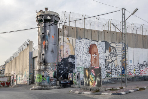 Palestine, West Bank, Bethlehem, Border, Border wall, watchtower, graffiti - PST00284
