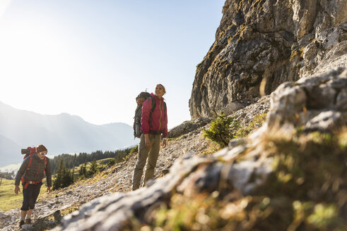 Couple hiking in the Austrian mountains - UUF15993