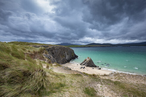 United Kingdom, Scotland, Sutherland, Cape of Balnakeil, cliff and beach, clouds - ELF01969