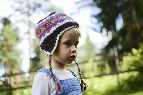 Portrait of little girl wearing knitted hat - PSIF00175