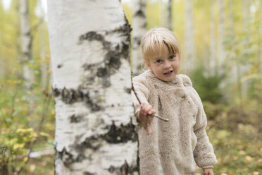 Portrait of blond girl playing in birch forest - PSIF00180