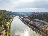 Germany, Bavaria, Burghausen, city view of old town and castle, Salzach river - JUNF01539