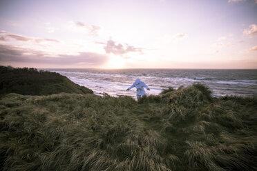 Denmark, Nordjuetland, Man wearing ice bear costume at the beach - REAF00469