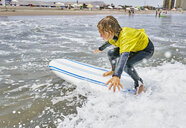 Chile, Arica, boy surfing in the sea - SSCF00077