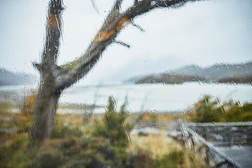 Chile, Torres del Paine, Lago Grey, view out of window with raindrops - SSCF00254