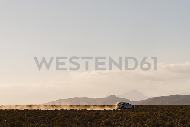 Silhouette off-road vehicle moving on desert against sky - CAVF59578 - Cavan Images/Westend61