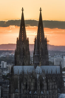 Germany, Cologne, east side of Cologne Cathedral at sunset - SKAF00074