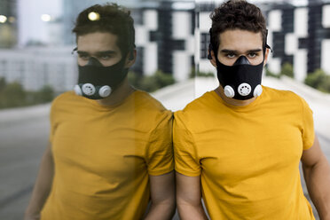 Young man with training mask during workout - MAUF01878