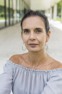 Portrait of mature woman in summer - JUNF01594