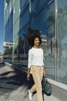 Young casual businesswoman in the city - BOYF01238