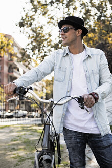 Young man with bicycle and hat on the go - ERRF00414
