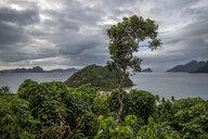 Philippines, Palawan, El Nido, Marimegmeg, dark clouds - DAWF00771