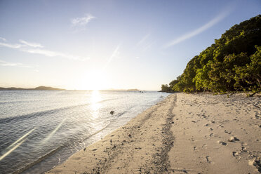 Philippines, Palawan, Linapacan, empty beach at sunset - DAWF00774