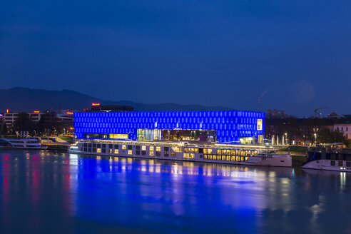 Austria, Linz, view to blue illumiated Lentos Art Museum with Danube River in the foreground - JUN01640