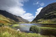 Great Britain, Scotland, Scottish Highlands, Glen Coe, Loch Achtriochtan - ELF01991