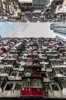 Hong Kong, Quarry Bay, apartment blocks contrasting with modern skyscraper - DAWF00804