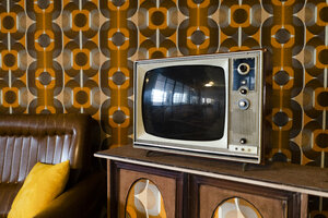 Tv set in a vintage living room - GIOF05150