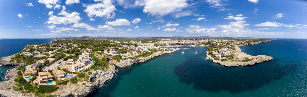 Spain, Baleares, Mallorca, Porto Cristo, Cala Manacor, coast with villas and natural harbour - AMF06443