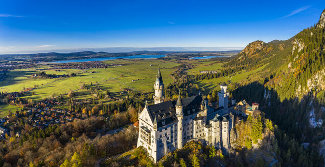 Germany, Bavaria, Hohenschangau, Aerial view of Neuschwanstein Castle in autumn - AM06467