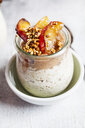Apple pie overnight oats with caramelized apples and hazelnuts - SBDF03870