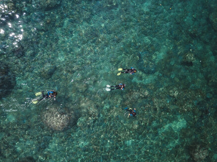 Indonesia, Bali, Divers in ocean at Amed beach - KNTF02585