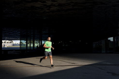 Sportive man during workout, jogging - MAUF01975