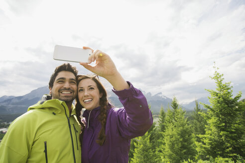 Couple talking selfie near mountains - HEROF01751