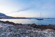 France, Provence-Alpes-Cote d'Azur, Theoule-sur-Mer, sailing yachts anchored - WDF04976
