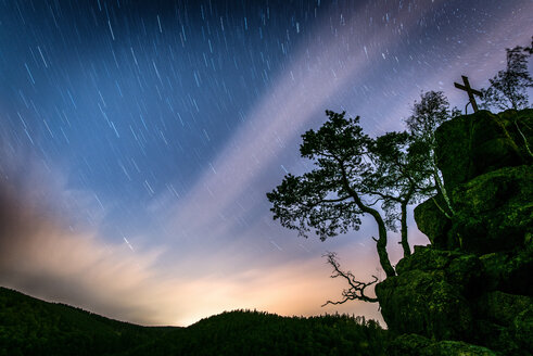 Scenic long exposure of a starry night sky in a field - INGF11008