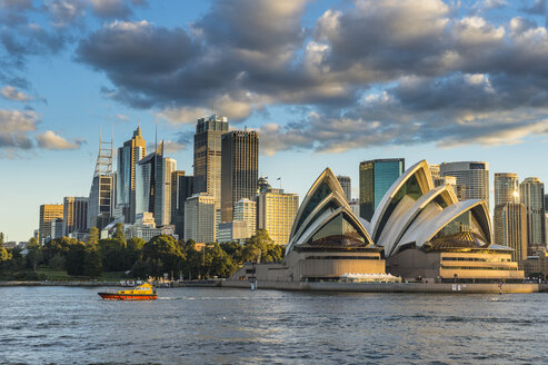Australia, New South Wales, Sydney, Business district and Sydney Opera House in the evening light - RUN00526