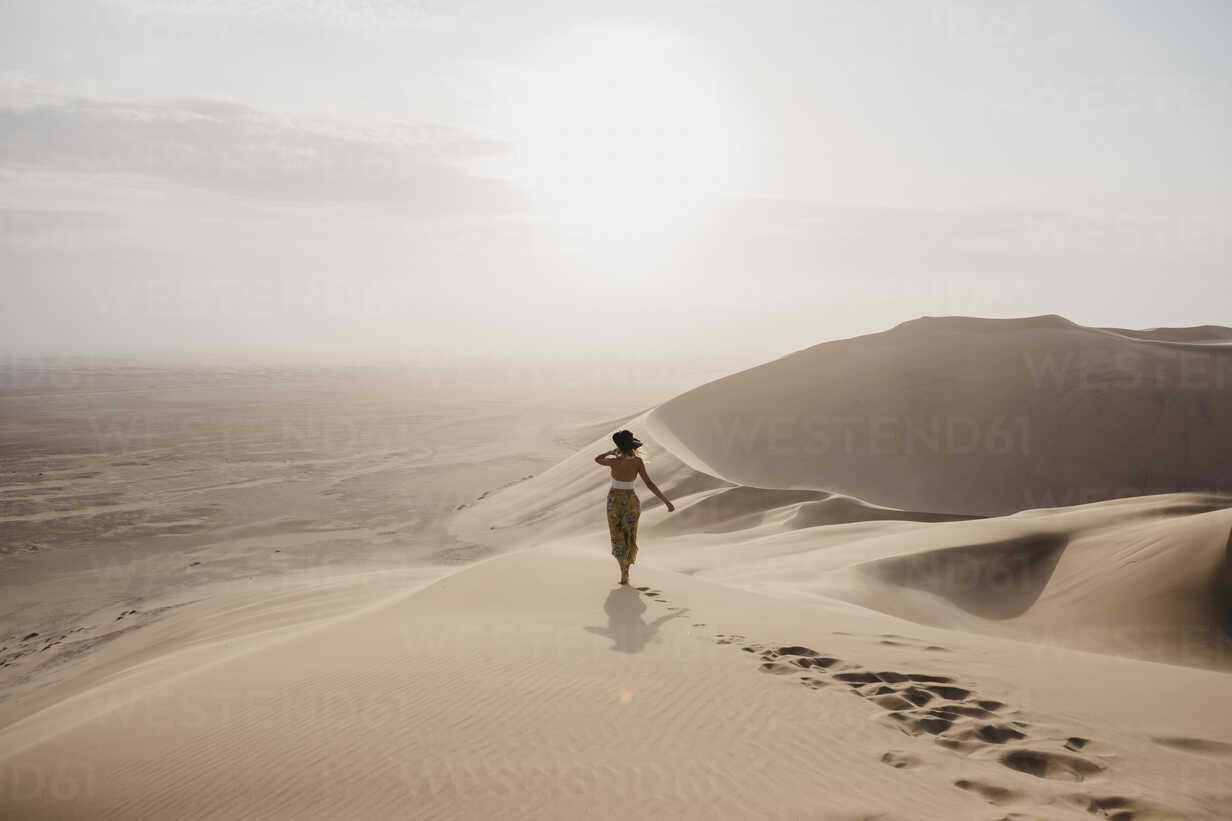 Namibia, Namib, back view of woman standing on desert dune looking at view - LHPF00261 - letizia haessig photography/Westend61
