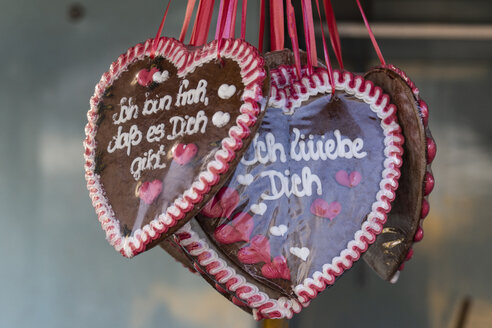 Gingerbread hearts with German inscription - CHPF00526
