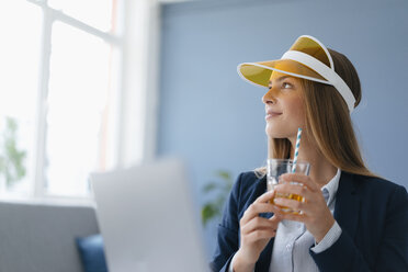 Portrait of a young businesswoman, sitting in office, dreaming of a holiday - GUSF01738