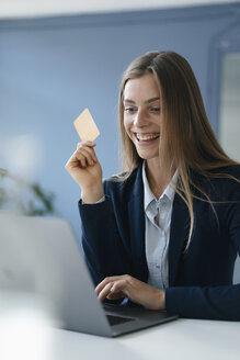 Young businesswoman doing online payment with her credit card - GUSF01768