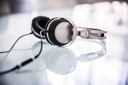 Headphones lying on glass table - VWF00004