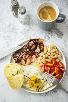 Breakfast with tomatoes, white beans, - GIOF05299