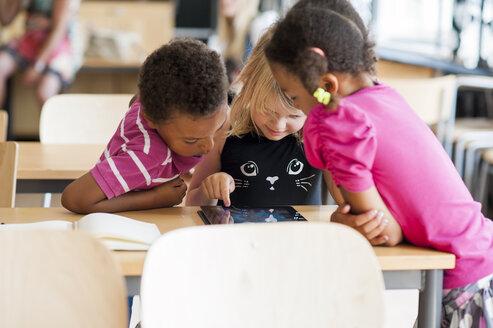 Children using digital tablet in classroom - ASTF00030