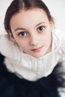 Portrait of girl with brown hair and eyes - VWF00010