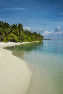 Maledives, Ari Atoll, Nalaguraidhoo, Sun Island, vegetation and beach - RUNF00725