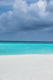 Maledives, Ari Atoll, Nalaguraidhoo, Sun Island, view to horizon - RUNF00728